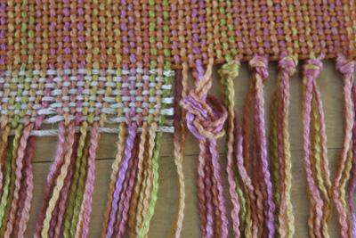 Tie Overhand knots LR